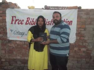 Bibles Distribute